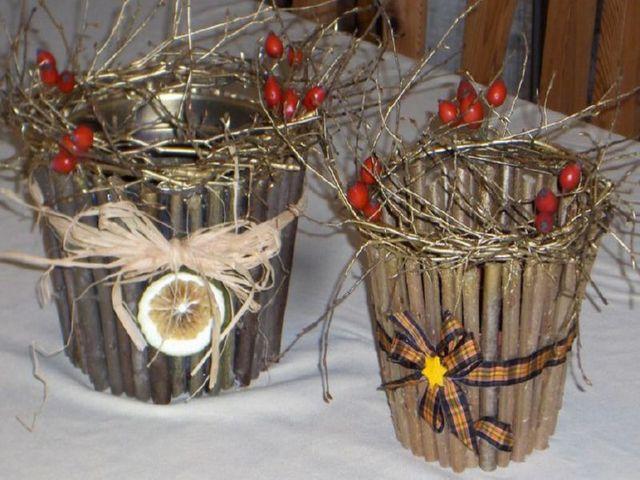 цветочный горшок, декорированный ветками