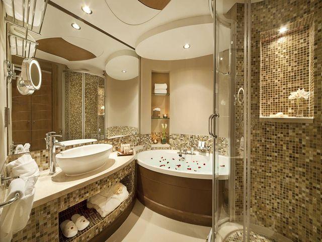 мозаика из плитки в ванной комнате