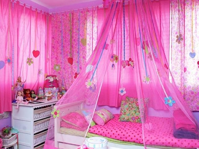 розовые шторы в комнате девочки