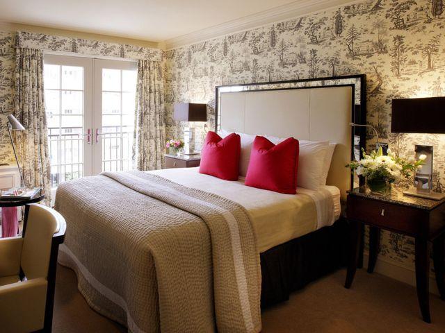 уютная спальня размером 14 кв. метров