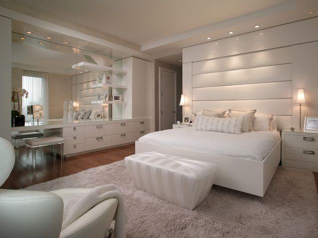 комната с белоснежной мебелью