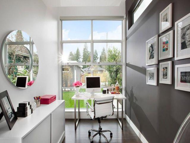 белая мебель в кабинете