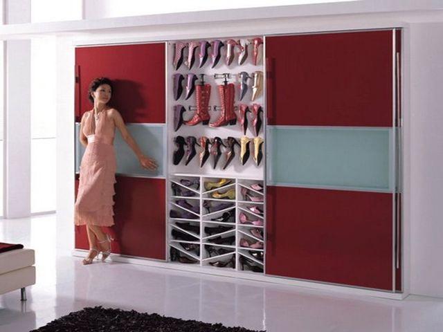 вместительный шкаф для обуви
