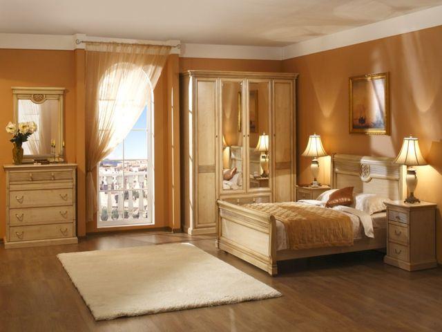 классический шкаф в небольшой спальне