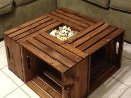 Деревянный стол квадратной формы